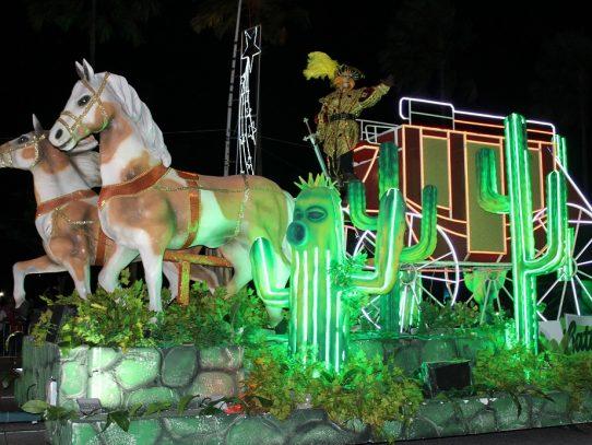 """""""Brilla la Navidad"""": un desfile entre alegría, luces y diversión"""