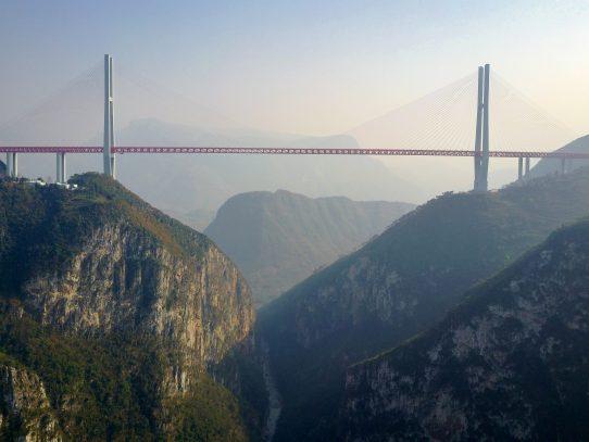 Abre en China un puente de 500 metros, el más alto del mundo