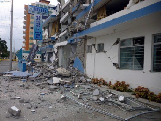 Tres muertos, 47 heridos y cientos de damnificados por sismos en Ecuador