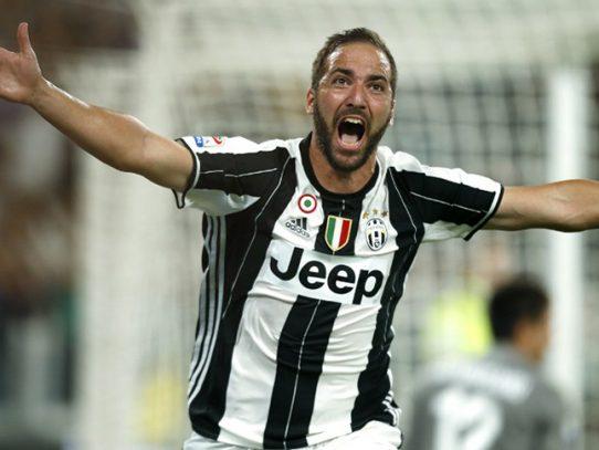 La Juventus a la cabeza en el derbi de Turín, gracias al 'doblete' de Higuaín
