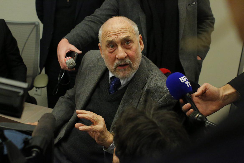 """Stiglitz aboga por """"reestructuración"""" de deudas tras pandemia"""