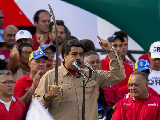 "Maduro acusa de intento de ""golpe de Estado"" a parlamento opositor"