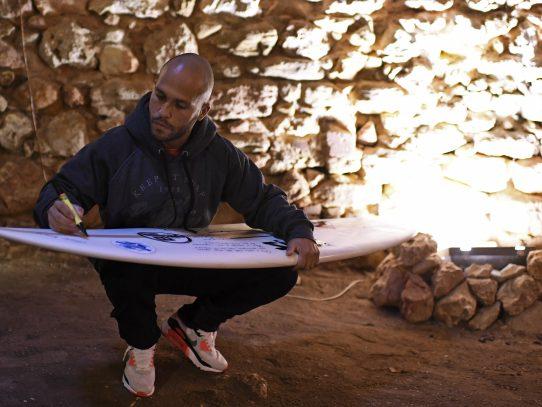 El surf lo salvó de las drogas: la historia de Marcelo Luna