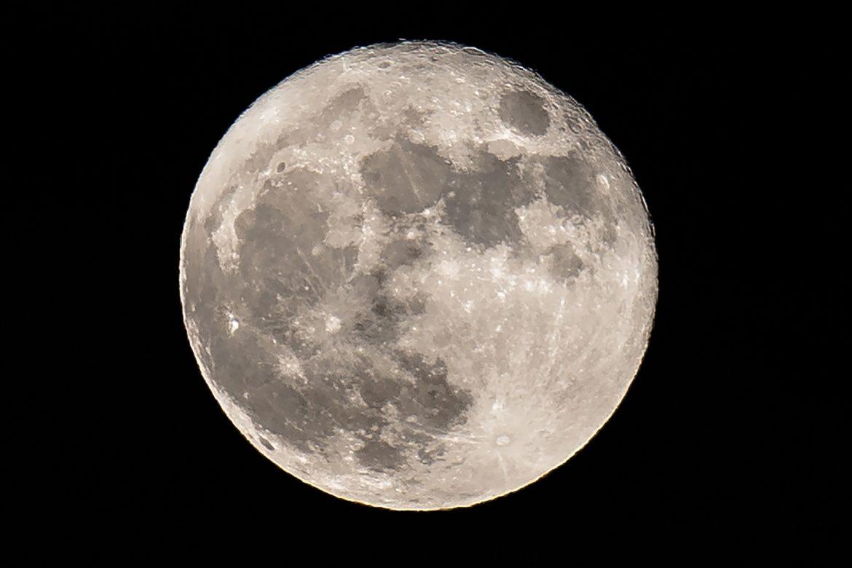 La Luna se está encogiendo y arrugando debido a temblores, según estudio
