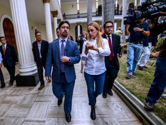 Gobierno venezolano vincula a esposa de opositor López con plan golpista