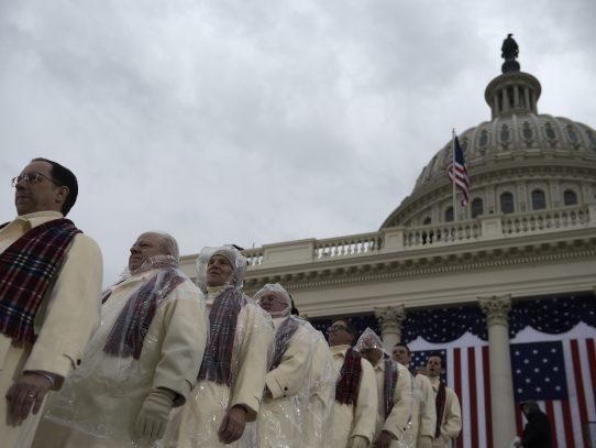 Trump comienza actos de jornada de investidura en oficio religioso