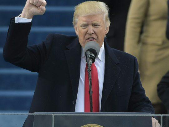 Trump congela la contratación de empleados del gobierno de EEUU