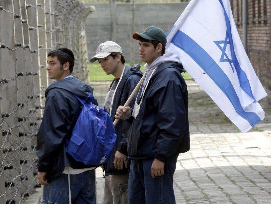 Auschwitz  se moviliza para preservar la memoria del holocausto