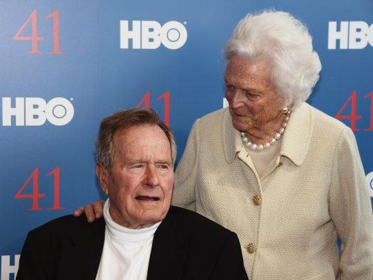 Expresidente George H.W. Bush y su esposa, hospitalizados