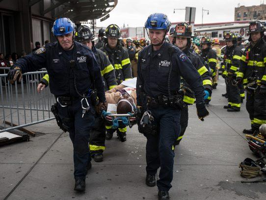 Varios heridos deja descarrilamiento de tren suburbano en Brooklyn