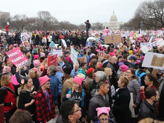 Cientos de miles en marcha de mujeres contra Trump en EEUU