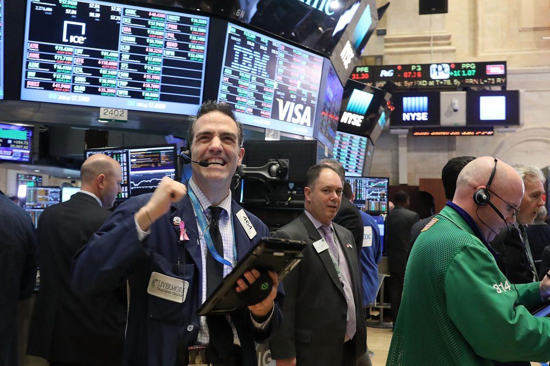 Wall Street cierra con récords gracias a resultados de empresas