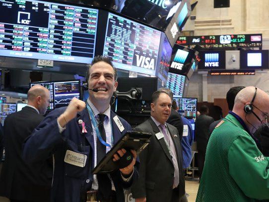 Wall Street sube ayudada por comentarios de Trump