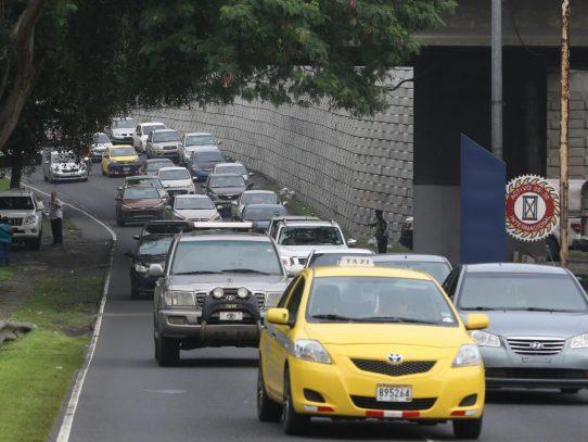 Gobierno quiere aumentar precios de trámites en la ATTT hasta un 900%