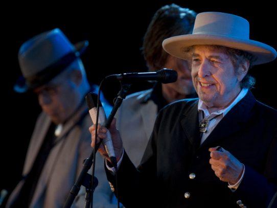Tras el Novel, Bob Dylan planea lanzar nuevo álbum con covers de Sinatra