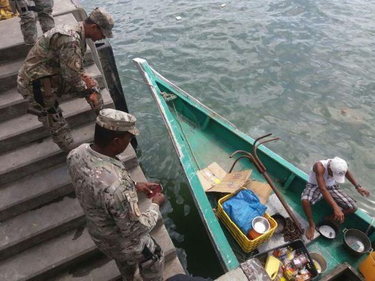 Embarcaciones menores toman medidas de seguridad ante fuertes oleajes en Panamá