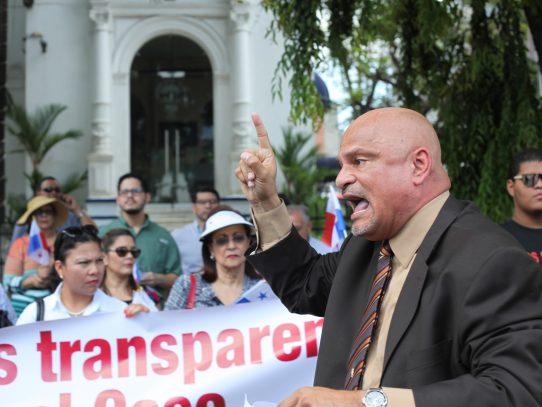 Ernesto Cedeño está en contra de Uber