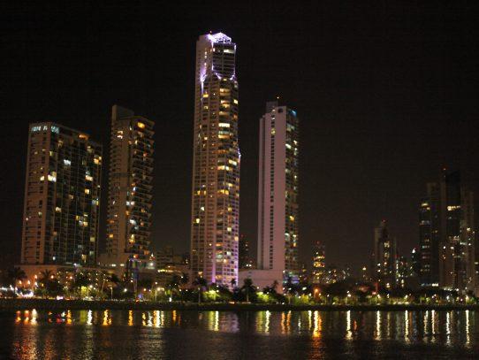 S&P mejora el grado de inversión de Panamá a BBB+ con perspectiva estable