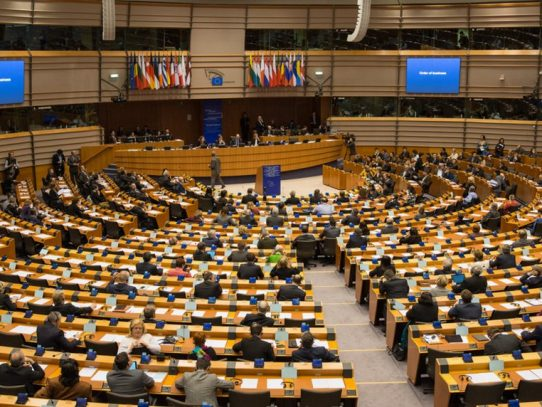 "Parlamento Europeo decide cambiar nombre  a la investigación ""Papeles de Panamá"""