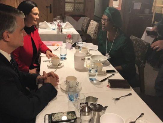 De Saint Malo y De La Guardia se reúnen con directora de Oxfam Internacional en Davos