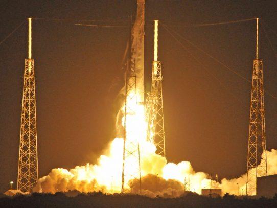 SpaceX lanza los primeros satélites para su red de internet