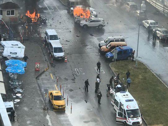 Atentado deja 10 heridos tras una explosión en ciudad turca de Esmirna