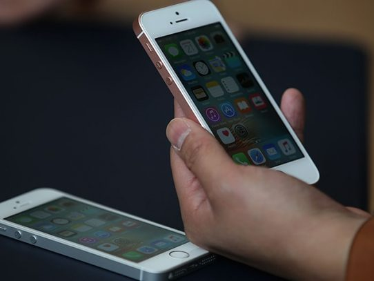 """¿Un iPhone """"made in USA""""? No es tan simple para una empresa tan emblemática"""