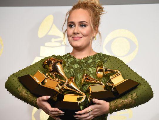 Adele arrasa en los Grammy pero lamenta el fracaso de Beyoncé