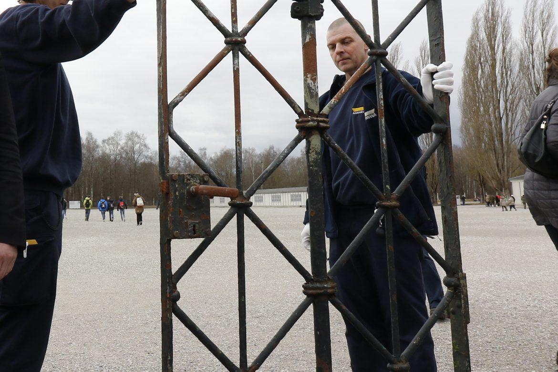 Vuelve a Dachau la puerta robada del campo de concentración