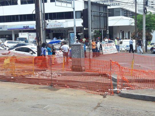 Exempleados del IRHE e INTEL protestan por el incumplimiento del pago de sus salarios
