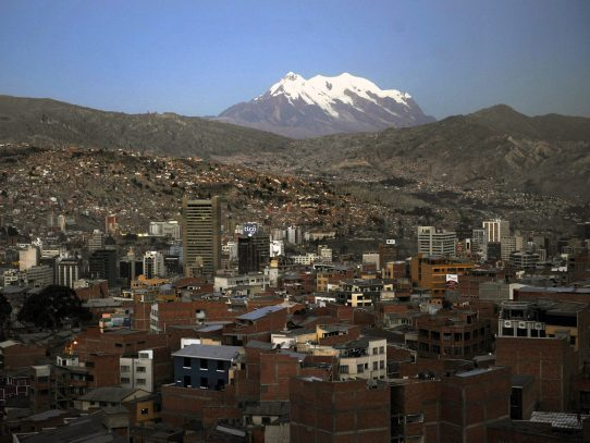 """Bolivia rechaza """"sesgado"""" informe de Biden que critica su lucha antidrogas"""