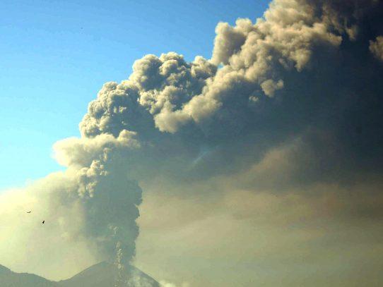 Autoridades guatemaltecas en alerta por aumento de actividad volcánica del Pacaya