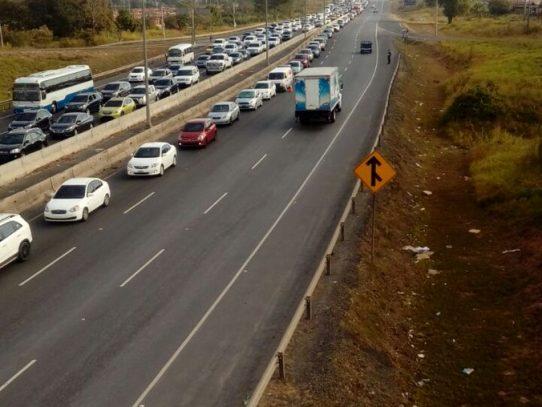 """""""Tranques"""" se mantienen en la autopista Arraiján-La Chorrera"""