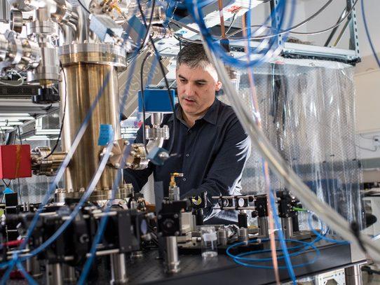 Investigadores presentan un primer proyecto de computadora cuántica