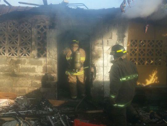 Incendio en San Critobal, Juan Diaz, deja una persona afectada