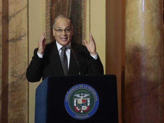 Procurador de la Administración le hala la oreja al ministro de Turismo