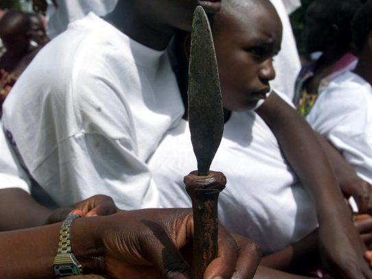 Mutilación genital femenina sigue masacrando a niñas en Indonesia