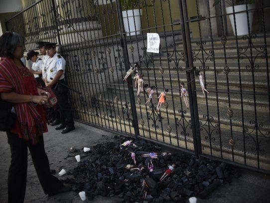 31 muertas tras incendio de refugio en Guatemala