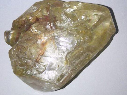 Encuentran enorme diamante en África