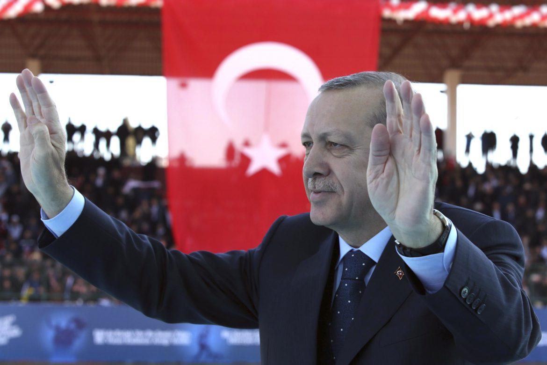 """Turquía denuncia las declaraciones """"arrogantes"""" de Macron"""