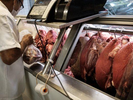 Brasil ordena retirar más carne del mercado