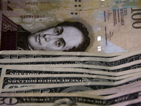 Cae dólar negro en Venezuela