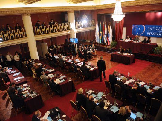 """MERCOSUR convoca reunión de """"urgencia"""" por crisis de Venezuela"""