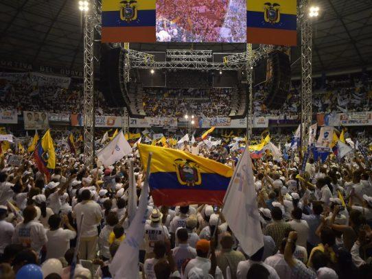 """Ecuador espera """"la hora cero"""" para elegir nuevo presidente"""