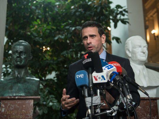 "OEA debe declarar ""ruptura del hilo constitucional"" dice Capriles"