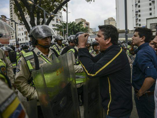 Arrestan a periodista y dos estudiantes durante protesta en Venezuela