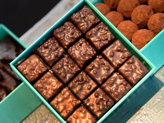Condenan a joven por robar una caja de Chocolates