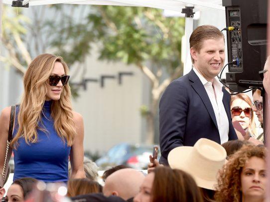 """Hijo de Donald Trump hace visita sorpresa al """"Paseo de la Fama"""" de Hollywood"""