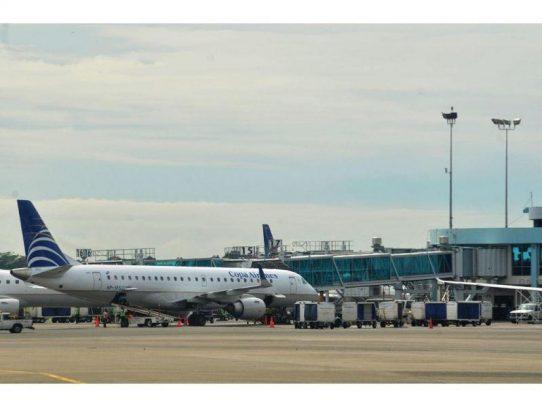 Trabajadores del aeropuerto suspenden huelga