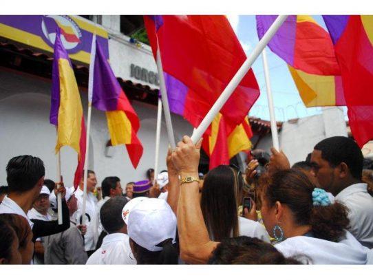 "Panameñistas se levantan contra ""fusión"" Martinelli-Balladares"